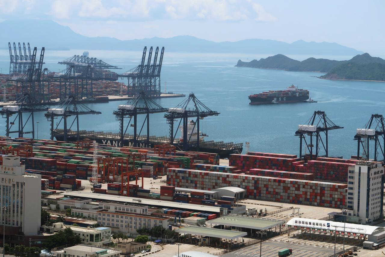 China May exports slip back into contraction, imports worst in four years